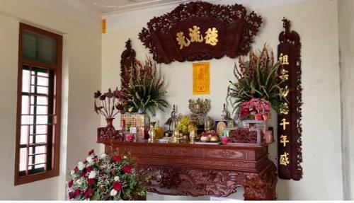 cắm hoa ngày Tết để bàn thờ