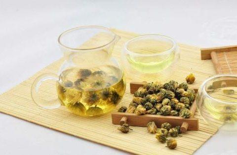 Tự tay làm trà hoa cúc đơn giản tại nhà