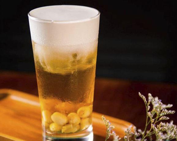 Hướng dẫn cách pha trà sen vàng hấp dẫn như Highlands Coffee